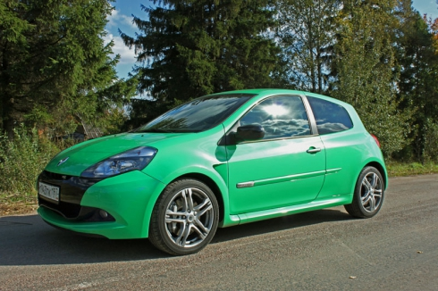 «Бешеный лягушонок»: тест-драйв Renault Clio RS