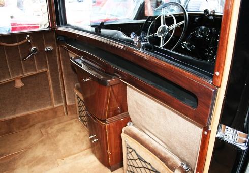 Уход за деревянными деталями в салоне автомобиля